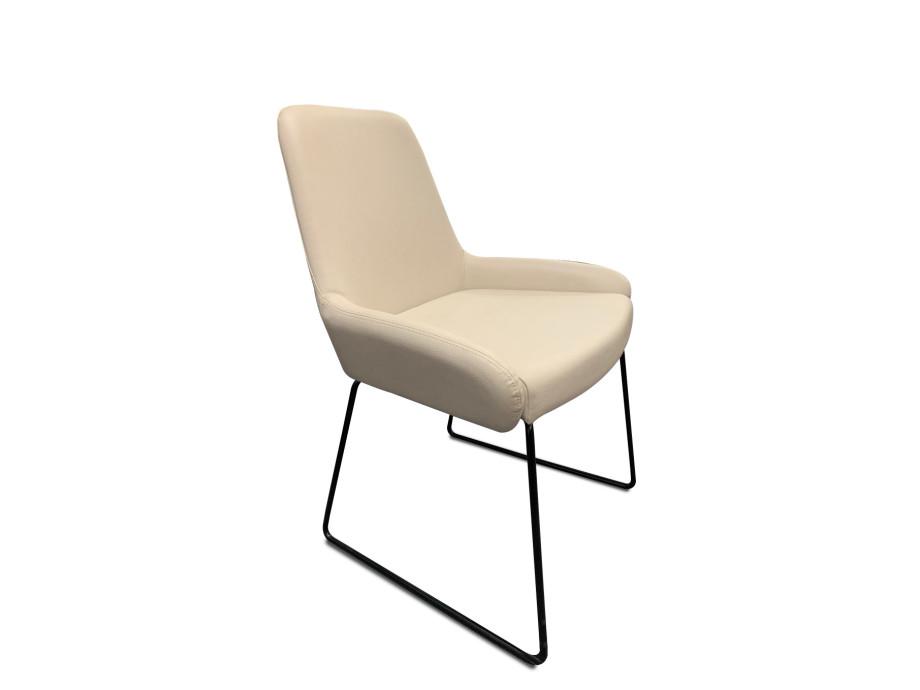 Stuhl Pendola von Willisau mit Kufengestell schwarz 07