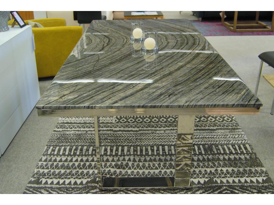 Esstisch mit schwarzer Marmorplatte 02