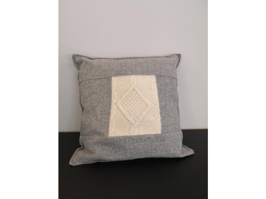 Design-Kissen hergestellt in der Schweiz - Kopieren - Kopieren 01