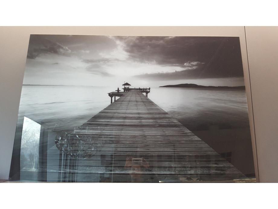 1543396706-wohnzimmer-bild-prexiglass-pier-blackwhite_0.jpg