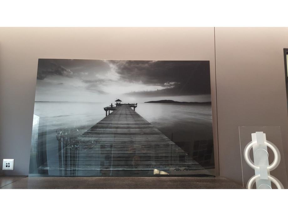 1543396706-wohnzimmer-bild-prexiglass-pier-blackwhite_1.jpg