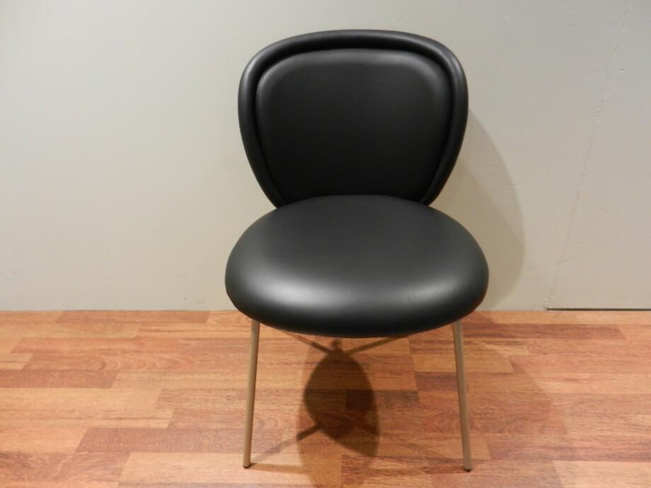 Tischgruppe mit 6 Stühlen von Janua und Freifrau / Ona mit Esstisch S600 07