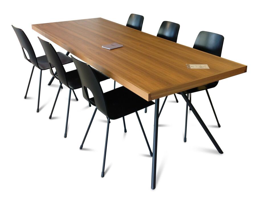 Tisch und 6 Stühle / horgenglarus 10