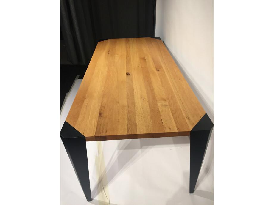 Tisch in Massivholz Sumpfeiche 200 x 90 cm Lüönd 07