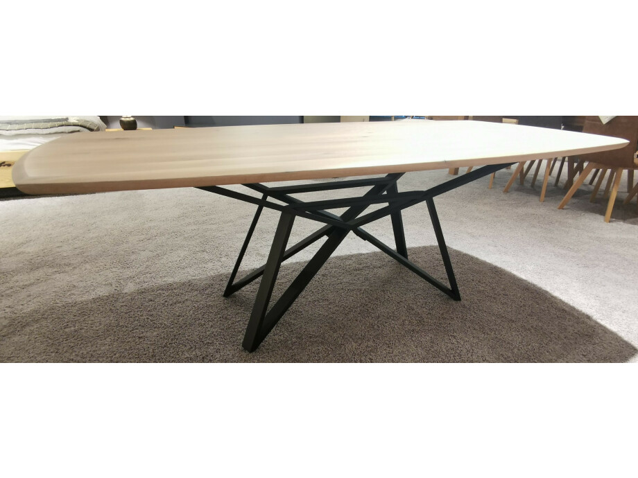 Massivholztisch Style Ast-Eiche bianco 220 x 108 cm Lüönd 03