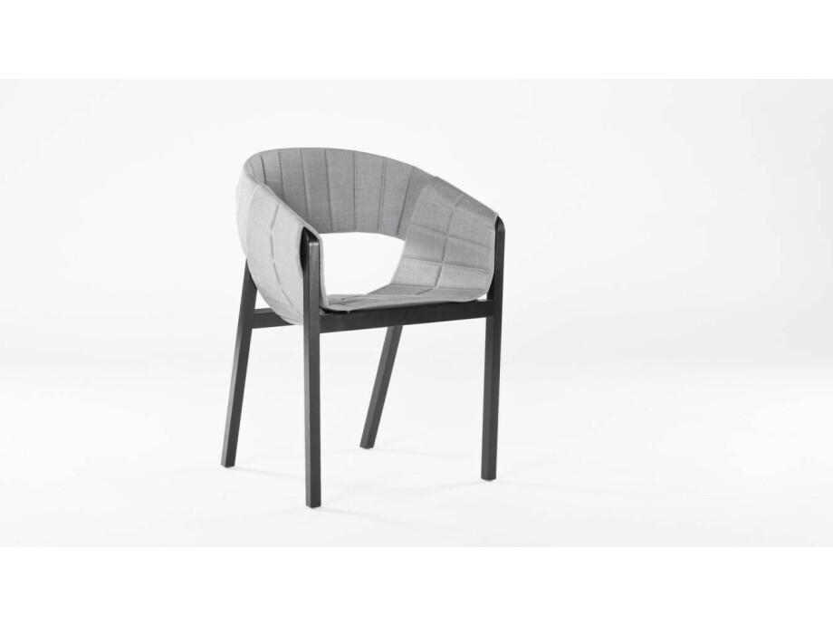 Tisch mit 4 Stühle  01