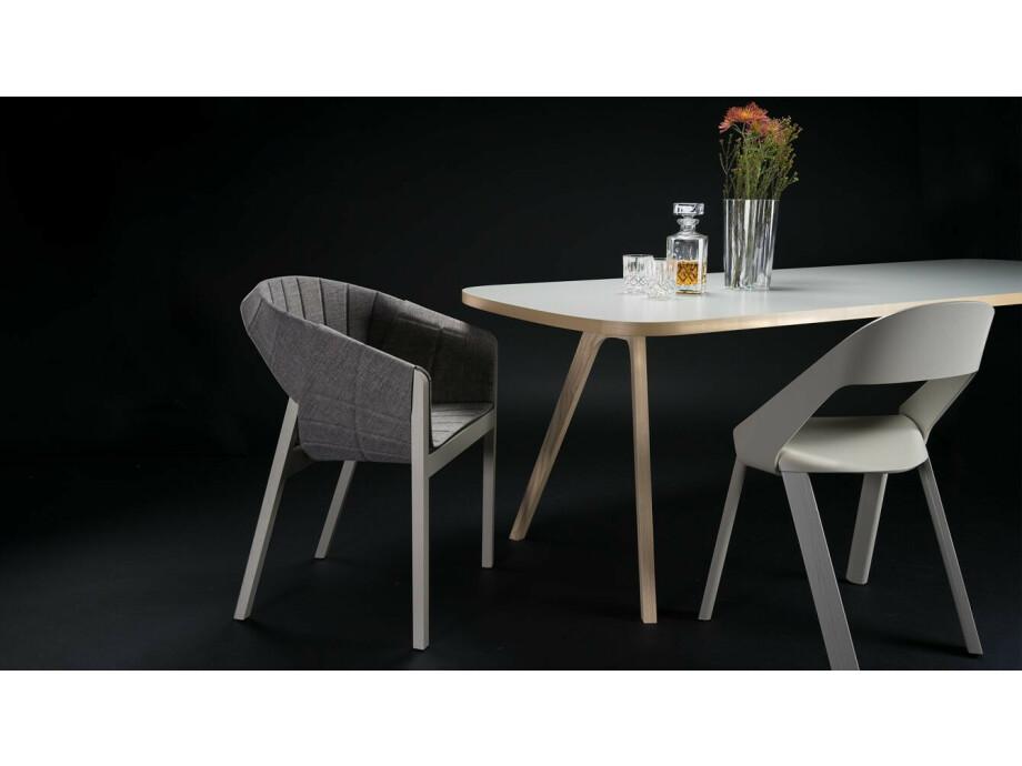 Tisch mit 4 Stühle  02